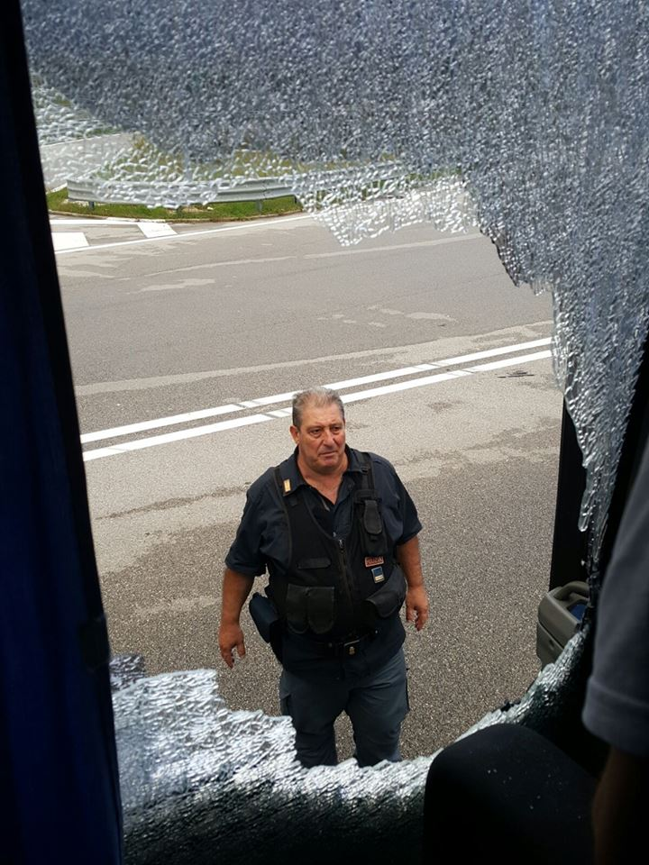 Nola-Cervinara: vetro rotto pullman tifosi cervinaresi