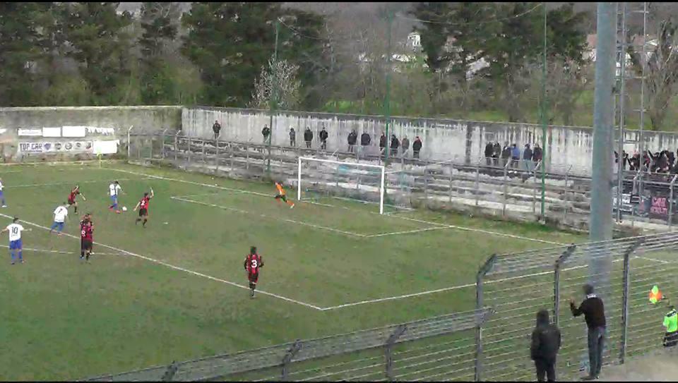 Sorrento: polemica sul gol dei caudini. L'assistente prima dell'angolo aveva segnalato fuorigioco di Zerillo