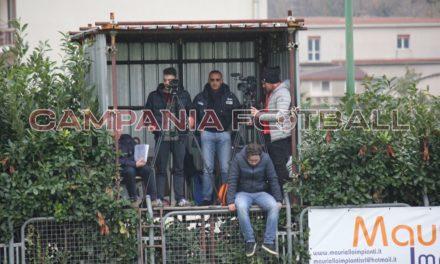 VIDEO | A San Martino Valle Caudina la partita inizia con 15′ di ritardo: arbitro pretende tesserino al giornalista per lavorare!