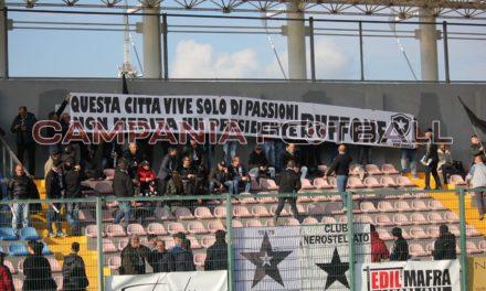 """""""Buffone e pregiudicato"""", l'accoglienza dei tifosi della Frattese all'ex Presidente Nuzzo"""