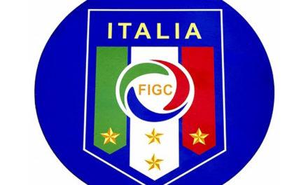120 di FIGC, squadre in campo con la divisa celebrativa