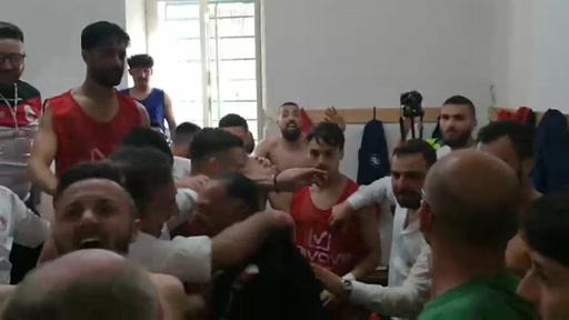 VIDEO | La festa salvezza della Turris nello spogliatoio