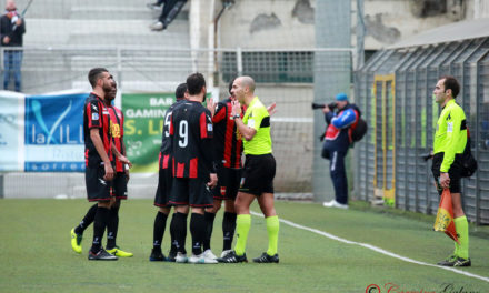 VIDEO | La rabbia del Sorrento contro l'arbitro Costanza