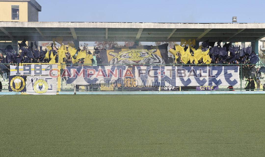 Aversa-Giugliano, si gioca a Lusciano: la tribuna sarà sold out