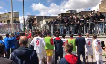 VIDEO | La festa dei tifosi afragolesi fuori al Moccia