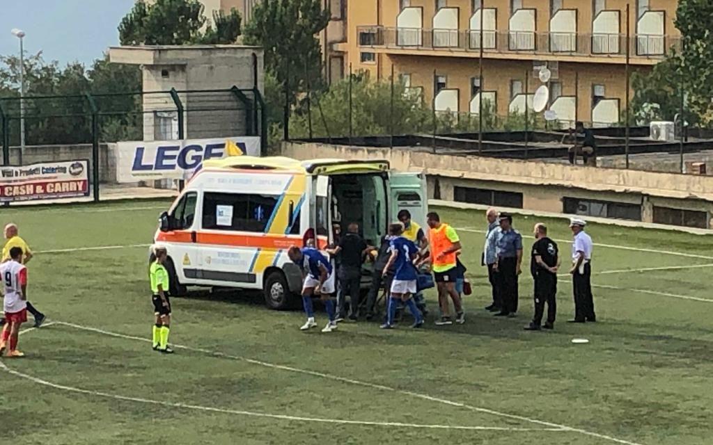 Fidelis Andria, il portiere Belladonna lascia il campo dopo un malore